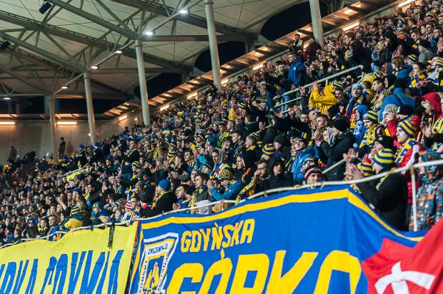 Tak wyglądały trybuny w Gdyni, gdy w marcu pobito rekord frekwencji na meczach I ligi na liczącym sobie 5 lat stadionie przy ul. Olimpijskiej.