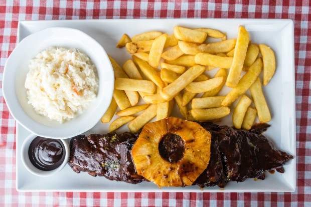 Ogromna porcja perfekcyjnie przygotowanych żeberek w Billy's. Strzał w dziesiątkę, ale tylko dla tych, co dużo jedzą.