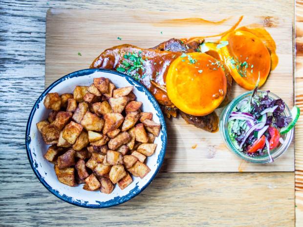 Żeberka podkręcone pomarańczowym aromatem w Pobitych Garach to porządne danie, do którego trudno mieć zastrzeżenia.