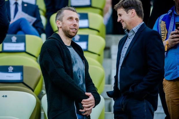 Statystyki pokazują, że jeśli Lechia chce odnosić sukcesy, Jakub Wawrzyniak (z lewej) nie może oglądać meczów z trybun. Aż 9 z 12 spotkań, które obrońca opuścił w ekstraklasie, biało-zieloni przegrali, tracąc w nich 21 goli.