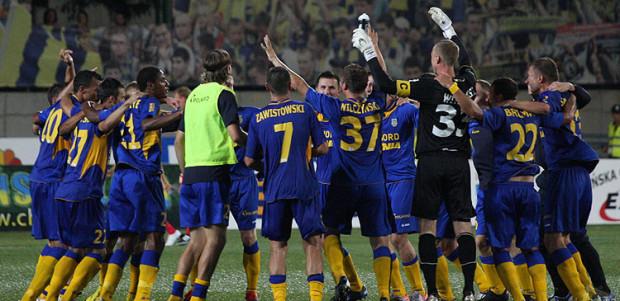Radość przebudowanej Arki po meczu z Górnikiem, na razie jedynym wygranym w tym sezonie i jedynym z czterech rozegranych w ekstraklasie, który odbył się w Gdyni.