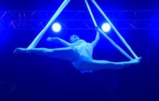 Największe wrażenie na publiczności zrobiły popisy akrobatów.