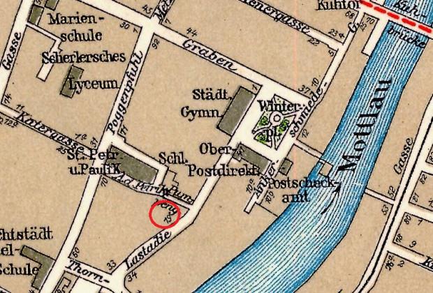 Fragment planu Gdańska z 1933 r. z zaznaczeniem lokalizacji istniejącego wówczas jeszcze domu rodzinnego Falka. Dziś w tym miejscu znajduje się trawnik przed budynkiem mieszkalnym, tuż przy skrzyżowaniu ul. Św. Piotra z ul. Lastadia.