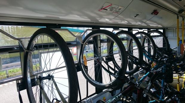 W autobusach linii 258 znajduje się 6 haków, na których można powiesić rowery. Oprócz tego, w pojeździe można zmieścić dwa kolejne rowery.