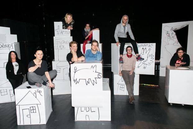 """""""Przygody Koziołka Matołka"""" miały okazję sprawdzić się """"w boju"""" podczas entuzjastycznie przyjętych Lekcji Niegrzeczności. Teraz stworzono z nich repertuarowy spektakl Teatru Wybrzeże."""