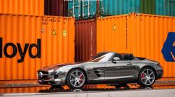 Mercedes SLS AMG w czarnym chromie.