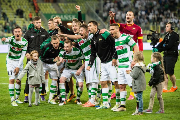 Tak cieszyli się piłkarze Lechii w środę po zwycięstwie nad Legią. Czy równie radości będą w niedzielny wieczór na stadionie Cracovii?
