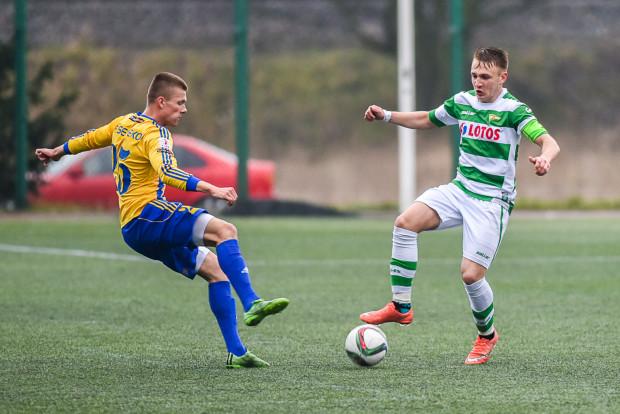 Rezerwy Arki straciły szansę na utrzymanie III ligi. Natomiast do uniknięcia degradacji przybliżyła się Lechia II, która przesunęła się na 6. miejsce w tabeli dzięki golowi Mateusza Goerke (z piłką) i pomocy Bałtyku Gdynia.