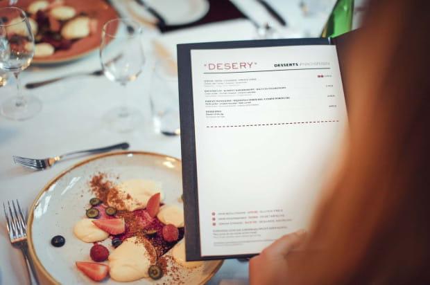 Wytrawne desery wciąż zaskakują restauracyjnych gości. Często zamawiają taki deser z ciekawości, ale chętnie do niego wracają.