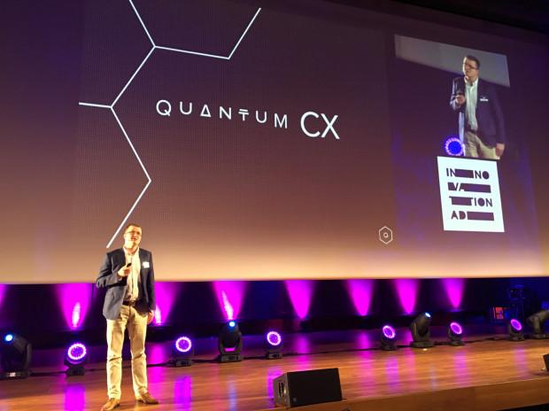 Quantum Lab zajmuje się badaniem doświadczeń klientów poprzez analizę ich reakcji emocjonalnych. To jedyna firma z tej branży w Polsce. Na zdjęciu Bartosz Rychlicki, szef spółki Quantum Lab podczas konkursu Best Startup 2016.
