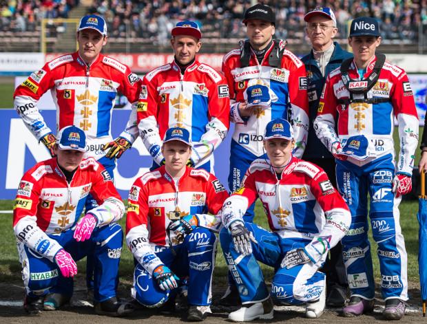 Trener Grzegorz Dzikowski (drugi od prawej) jest rozczarowany porażką swoich podopiecznych w Bydgoszczy. Podkreśla jednak, że nie żałuje decyzji personalnych, które podejmuje.