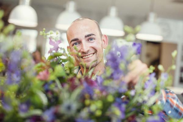 Maciej Jarocki - florysta kwiaciarni Prosta Forma