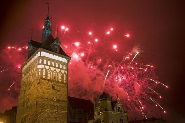 Nie pokaz fajerwerków, a pokaz laserowy zwieńczy sobotni koncert Wojtka Mazolewskiego na Targu Węglowym.