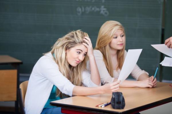 Kilka zagrożeń na koniec roku - o to, czy ucznia powinno się na siłę pchać do popraw czy może lepiej będzie zostawić go w tej samej klasie pytamy nauczycieli i dyrektorów trójmiejskich szkół.