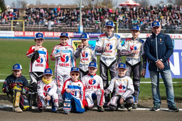 Po sezonie 2012 Grupa Lotos wycofała się ze sponsorowania ligowego żużla w Gdańsku. Na wsparcie koncernu cały czas mogą jednak liczyć jednak najmłodsi adepci.