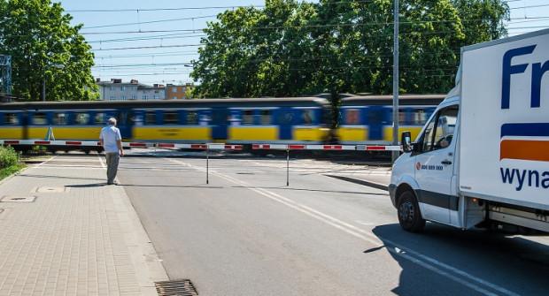 Kierowcy zmuszeni są codziennie czekać na przejazd samochodem jednorazowo nawet pół godziny.