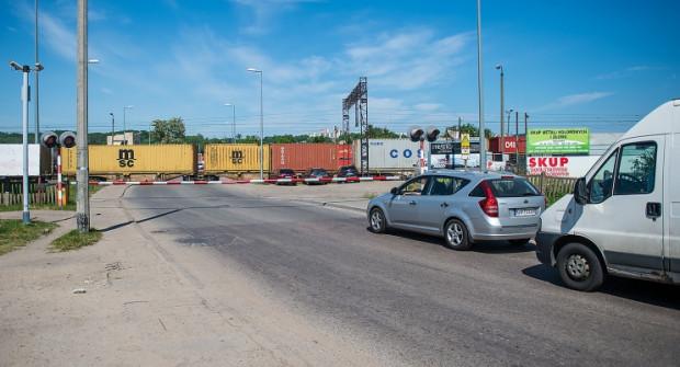 Wiadukty poprawią jazdę zarówno przez tory, gdzie jadą pociągi osobowe i SKM, jak i ładunki zmierzające do portu.