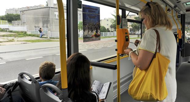 Miejsce dla matki z dzieckiem można w autobusie zająć, ale w razie konieczności powinno się ustąpić osobom, dla których jest przeznaczone.