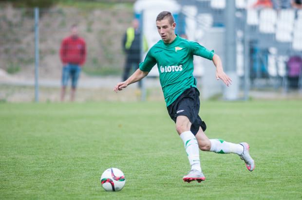 Przemysław Macierzyński strzelił gola dla Lechii na 1:0, ale biało-zieloni nie utrzymali przewagi.