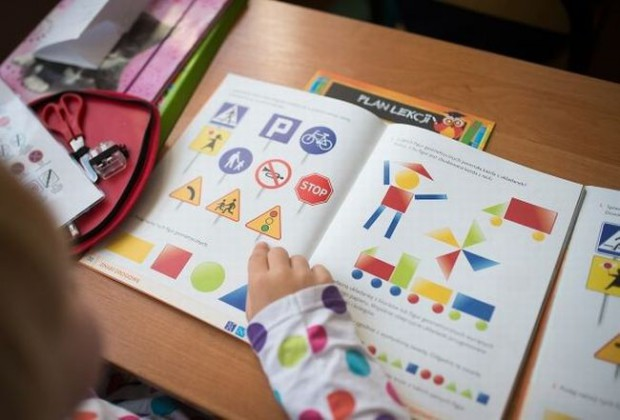 Wydawane przez MEN darmowe podręczniki już wkrótce będą tylko opcją do wyboru, a być może z czasem zupełnie znikną ze szkół.