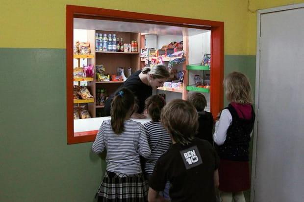 Od września do szkolnych sklepików wrócić ma pieczywo cukiernicze i półcukiernicze.