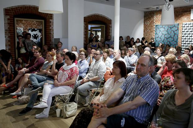 Na spotkanie z reportażystą przyszło ponad sto osób. Nie wszyscy zmieścili się w sali.