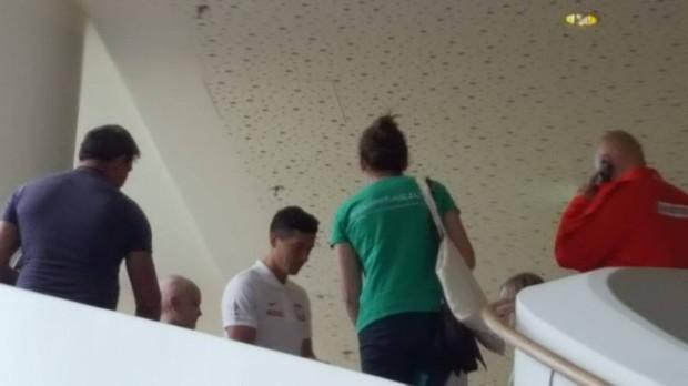 Na antresoli w hotelu Mera pojawił się Robert Lewandowski. Tylko niektórym kibicom udało się zdobyć jego autograf.