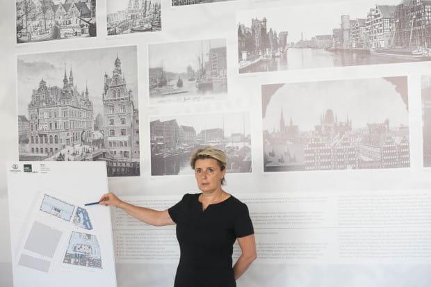 Architekt Bożena Mańko z niemieckiej firmy RKW, prezentuje projekt nowego hotelu na Wyspie Spichrzów.
