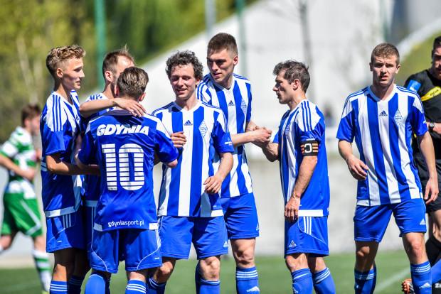 Piłkarze Bałtyku Gdynia będą jedyną trójmiejską drużyną w odchudzonej o połowie III lidze. Zdegradowana została Arka II Gdynia, a Lechia Gdańsk w przyszłym sezonie nie zgłosi rezerw do żadnych rozgrywek.