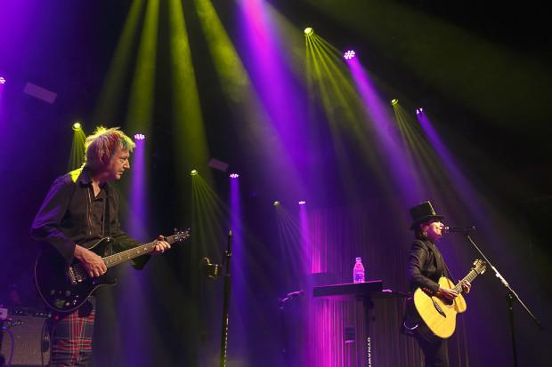 Gitarzysta Gerry Leonard to długoletni współpracownik m.in. Davida Bowiego.