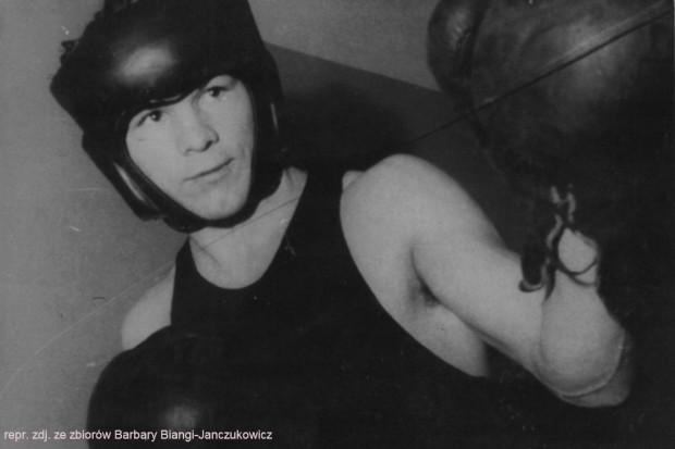 W swojej karierze Jan Bianga wygrał 176 walk, 9 przegrał, a 12 zremisował. Był również trenerem i jednym z twórców gdańskiej szkoły boksu.