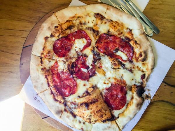 W Oliwie do Ognia zjemy pyszną pizzę z pastą truflową.