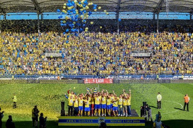 5 czerwca piłkarze Arki tak fetowali awans. 22 lipca wrócą na stadion przy ul. Olimpijskie w Gdyni by zagrać o punkty w ekstraklasie z Wisłą Kraków.