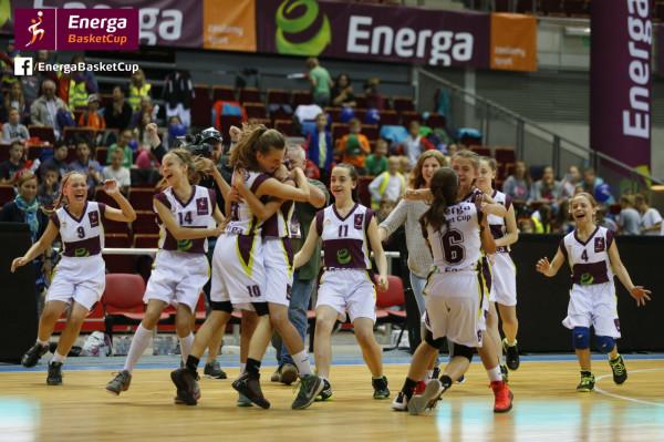 Tak cieszyły się po zwycięstwie w finale Energa Basket Cup młode koszykarki z Leszna.