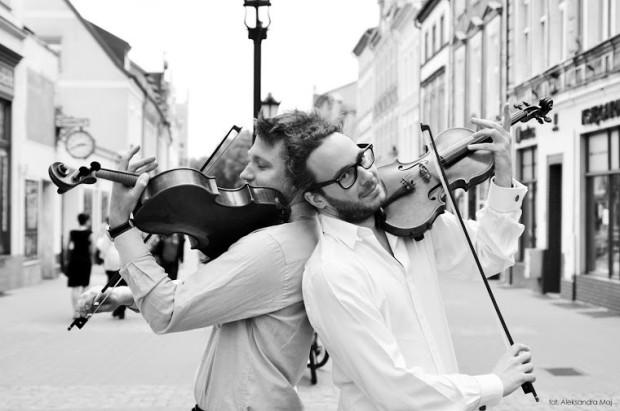 Jednym z najważniejszych przesłań festiwalu jest muzykowanie w gronie przyjaciół. Jego inicjatorzy i organizatorzy, skrzypek Arnaud Kamiński (na zdj.) i altowiolista Krzysztof Tymendorf, koncertują wspólnie pod nazwą Duo del Gesu.