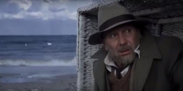 """W """"Medium"""" Jacka Koprowicza łagodne morze ze słoneczną plażą i pocztówkowe widoki Trójmiasta ustępują miejsca wzburzonym falom, tajemniczym willom, ciemnym uliczkom i mrocznym wnętrzom. Taki wizerunek, zwłaszcza Sopotu, rzadko gościł na wielkim ekranie."""