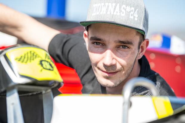 Kamil Brzozowski wraca do składu Renault Zdunek Wybrzeża po dwóch meczach przerwy. 29-letni żużlowiec ma nadzieję, że dobrym występem przeciwko Polonii Bydgoszcz na dłużej wywalczy sobie miejsce w podstawowym składzie gdańszczan.