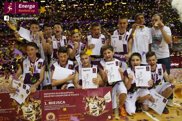 Zwycięska drużyna chłopców w Ostrowa Wielkopolskiego.