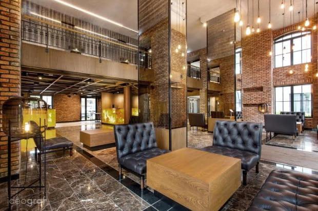 Lobby hotelu Almond przy ulicy Toruńskiej w Gdańsku. Projekt Paulina Czurak, Ideograf.