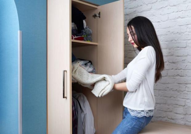 Jak walczyć w domu z molami tak, by skutecznie przegonić owady z szafy lub kuchni? Czy możliwe jest to, by pozbyć się ich na stałe?