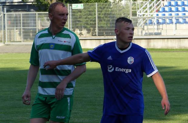 W piątek Maciej Wardziński (z prawej) sięgnął z Pogonią po regionalny Puchar Polski.