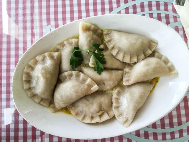 W Pierożku pierogi podawane są między innymi w sosie oraz jako zapiekanka z mozzarellą.