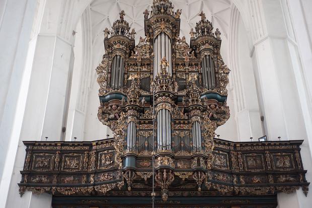 Oprócz brzmienia organów niewątpliwą atrakcją będą złote gwiazdy umieszczone na sklepieniu bazyliki Mariackiej.