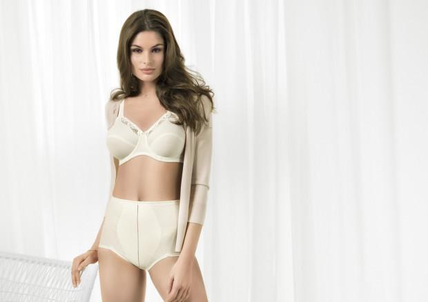 Wysoki stan majtek i stożkowy kształt miseczki, to cechy charakterystyczne popularnych w tym sezonie kompletów bielizny.
