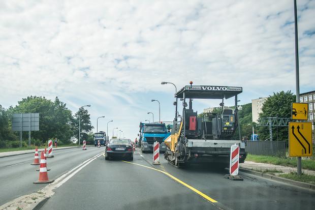 W kierunku Pruszcza Gdańskiego drogowcy pozostawili na wiadukcie dwa pasy. W przeciwną stronę (do centrum) jedziemy już tylko po jednej nitce.