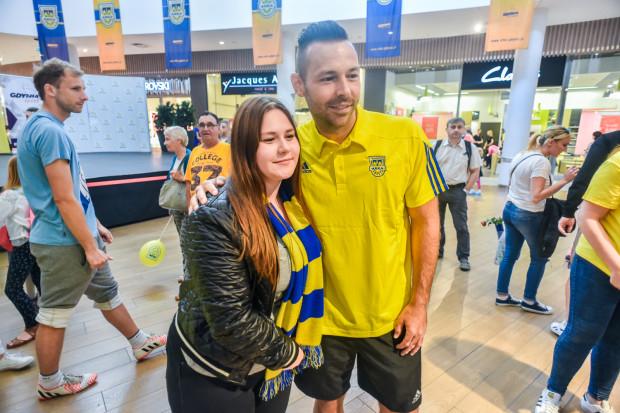 Paweł Abbott należy do grona najpopularniejszych piłkarzy Arki. Napastnik otrzymał kolejny na to dowód podczas oficjalnej prezentacji drużyny.