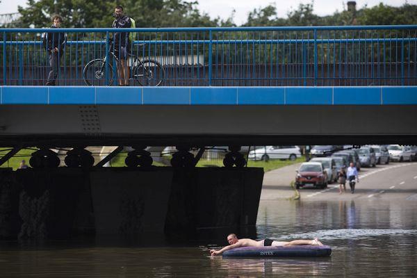 Pływacy na zalanym węźle Kliniczna.