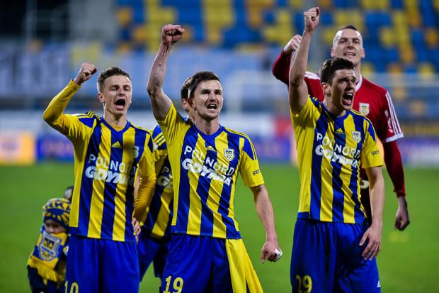 Miroslav Bożok (nr 19) najchętniej poprowadziłby Arkę od razu do europejskich pucharów, ale w najbliższym sezonie zadowoli go już spokojne utrzymanie gdyńskiej drużyny w ekstraklasie.