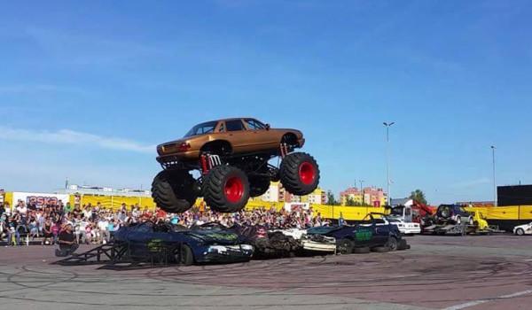 Wydarzenie zwieńczy pokaz monster trucków, które będą miażdżyć samochody osobowe.