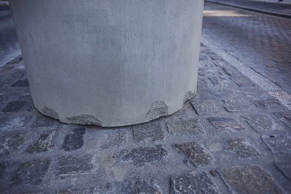Według naszego czytelnika mała architektura na Kilińskiego wygląda jak odpady budowlane.